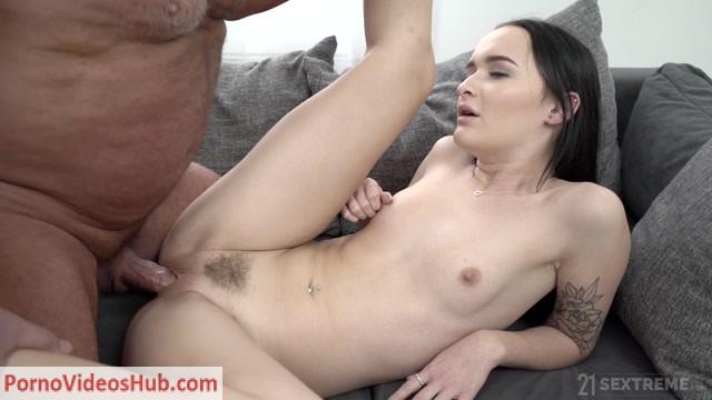 Watch Online Porn – GrandpasFuckTeens presents Sasha Sparrow – Dominoes Falling – 08.01.2019 (MP4, FullHD, 1920×1080)