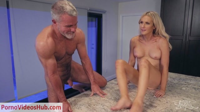 Kayleigh_Coxx_Meet_My_Folks_Part_1___03.01.2019.mp4.00009.jpg