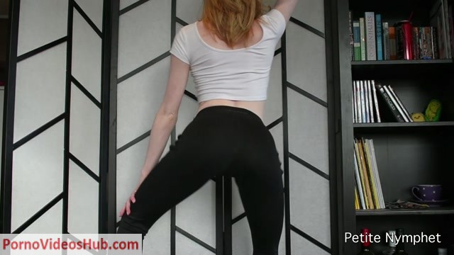 Watch Online Porn – ManyVids presents Petite Nymphet in custom yoga pants booty shaking (MP4, FullHD, 1920×1080)