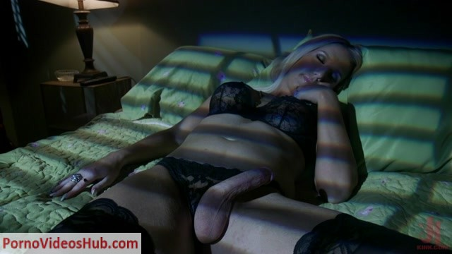 TSPussyhunters_presents_Kayleigh_Coxx___Lauren_Phillips___14.01.2019.mp4.00003.jpg