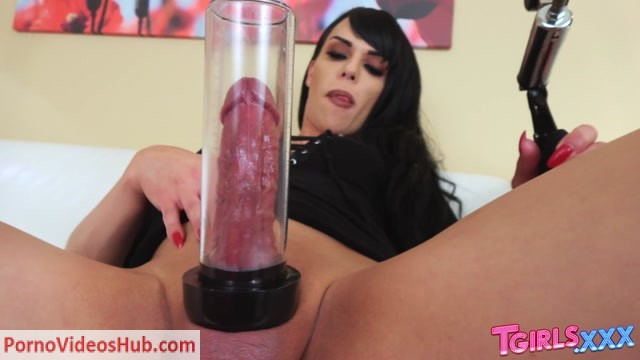 Tgirls.xxx_presents_Bree_Bella_s_Big_Creamy_Load____15.01.2019.mp4.00007.jpg