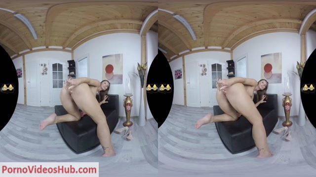VirtualPee_presents_Jenifer_Jane_in_The_Golden_One.mp4.00009.jpg