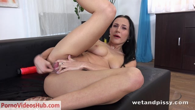 WetAndPissy_presents_Nicol_Love_In_Guess_Who_Is_Back___15.01.2019.mp4.00015.jpg