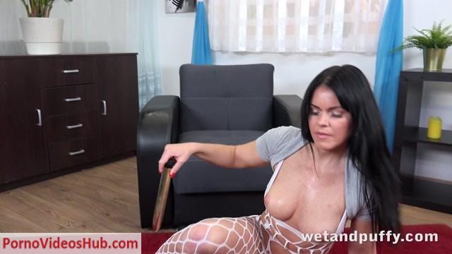 Watch Online Porn – WetAndPuffy presents Julia Black in Milf Masturbation – 09.01.2019 (MP4, UltraHD/4K, 3840×2160)
