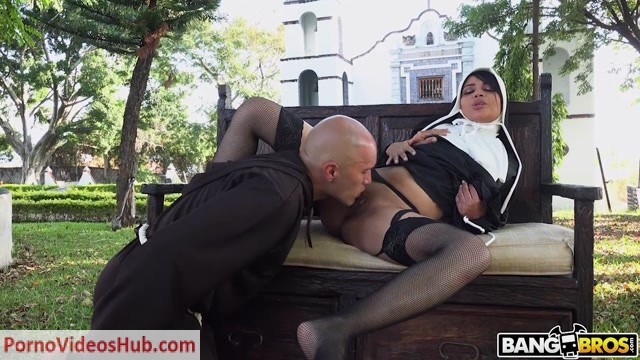 Watch Online Porn – BangBros – BangbrosClips presents Yudi Pineda Is..The Squirting Nun – 10.02.2019 (MP4, HD, 1280×720)