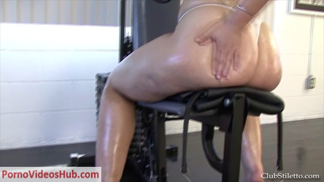 Clubstiletto_-_Goddess_Sophie_-_Worship_Goddess_Sophies_Sweaty_Muscles.mp4.00007.jpg