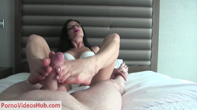 Watch Online Porn – Footjob Reward – Vancouver Kinky Dominatrix (MP4, FullHD, 1920×1080)