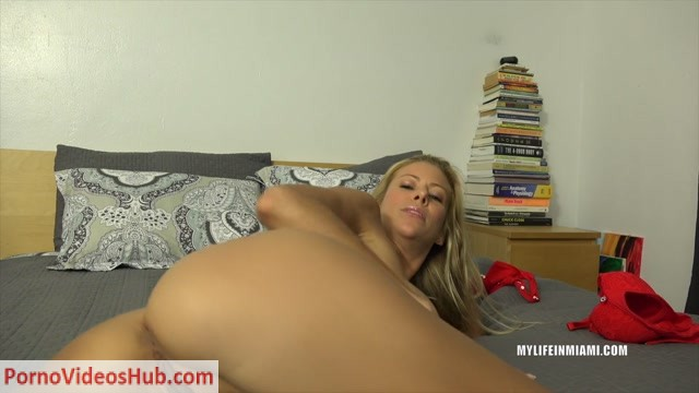 MyLifeInMiami_presents_Alexis_Fawx_-_Sex_Tape___16.02.2019.mp4.00001.jpg