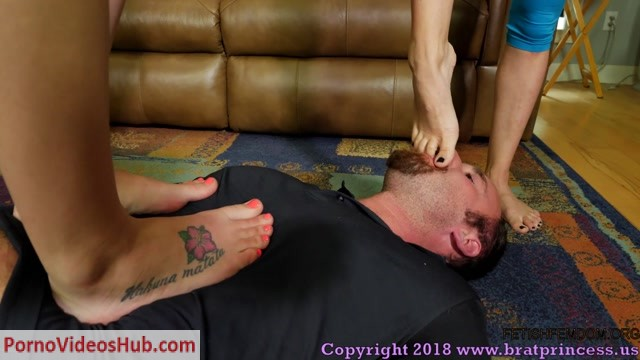 Brat_Princess_2_-_Anabelle_and_Chloe_-_Sweaty_Gym_Brat_Trample_and_Facesit.mp4.00008.jpg