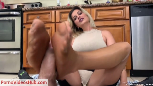 Watch Online Porn – Bratty Babes Own You – Caught By Mom Brandon Cleaning Footjob HD Brandon First Footjob (MP4, FullHD, 1920×1080)