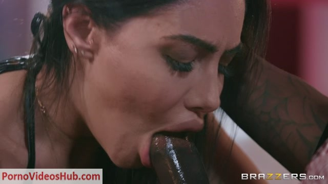 Brazzers_-_BrazzersExxtra_presents_Lela_Star_-_Laying_A_Hand_On_Lela___30.03.2019.mp4.00004.jpg