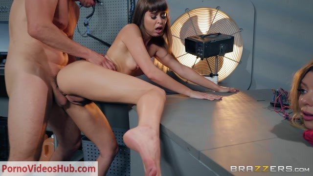 Watch Online Porn – Brazzers – ZZSeries presents Riley Reid in BrazziBots: Part 1 – 04.03.2019 (MP4, FullHD, 1920×1080)