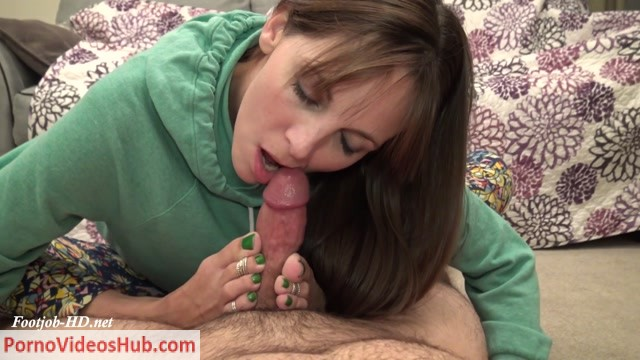 HD_Blowjob_with_my_Feet_Wrapped_Around_Your_Cock__-_Kinky_Foot_Girl.mp4.00009.jpg