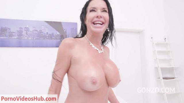 LegalPorno_presents_Veronica_Avluv_fisted_by_Lady_Dee__assfucked_by_monster_cocks_pissed_all_over_SZ2139___31.03.2019.mp4.00009.jpg