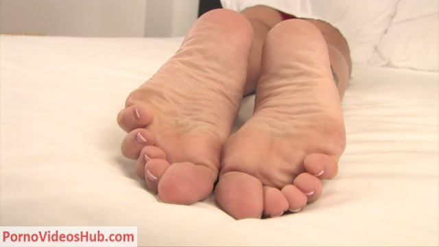 Noemi_s_World___Tattoos__soft_soles_and_french_pedicure.mp4.00015.jpg