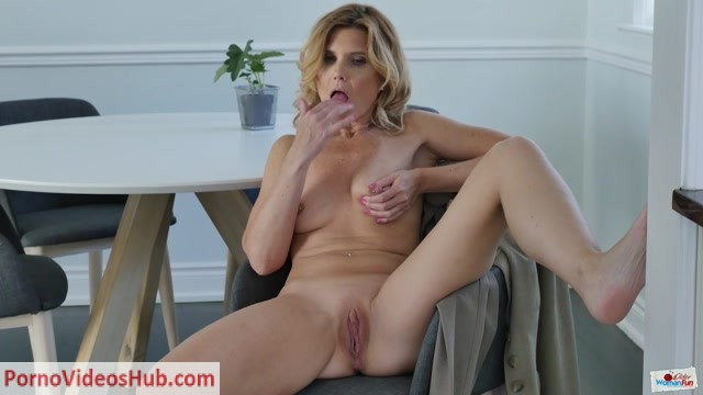 OlderWomanFun_presents_Alby_Daor_02.mp4.00010.jpg