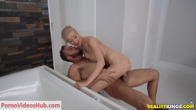 Watch Online Porn – RealityKings – MilfHunter presents Gia Love – His Wifes Steamy Shower – 11.03.2019 (MP4, FullHD, 1920×1080)