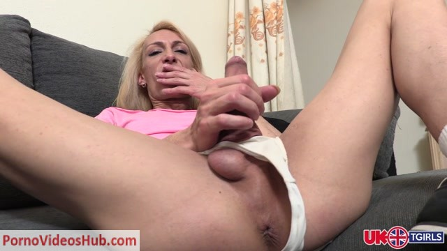 UK-tgirls_presents_Meet_Naomi_Diamond____29.03.2019.mp4.00003.jpg
