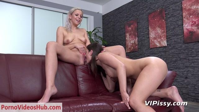 VIPissy_presents_Jenifer_Jane___Julia_Parker_in_Sharing_Streams___25.03.2019.mp4.00007.jpg