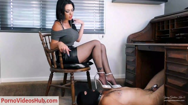 Young_Goddess_Kim_-_Pantyhose_Office_footstool__Footworship__Footlicking__Foot_F.mp4.00008.jpg