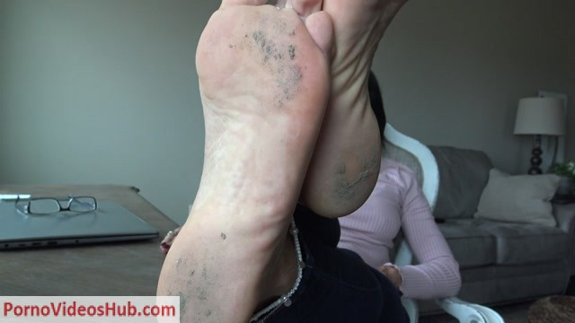 Watch Online Porn – Goddess Zephy – Follow My foot licking commands, loser!! POV (MP4, FullHD, 1920×1080)