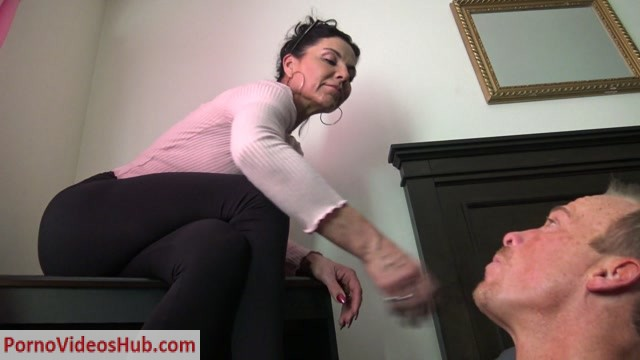 Goddess_Zephy_-_LICK_My_dirty_socks_AGAIN__loser_of_the_month.mp4.00013.jpg