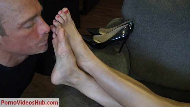 Goddess_Zephy_-_Worship_My_Feet_Bitch.mp4.00008.jpg