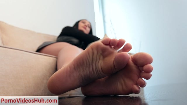 Watch Online Porn – Noemi s World – Florence – Bring the lotion and rub her rough soles (MP4, FullHD, 1920×1080)