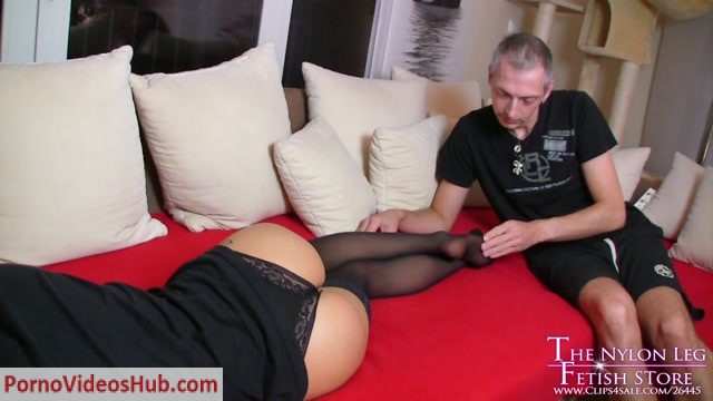 Watch Online Porn – The Nylon Leg Fetish Store – Loreen footjob surprise (MP4, FullHD, 1920×1080)