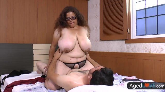 AgedLove_presents_Rosaly.mp4.00008.jpg