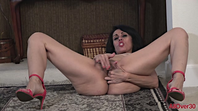 Watch Online Porn – Allover30 presents Gypsy Vixen 45 years old Mature Pleasure – 10.05.2019 (MP4, FullHD, 1920×1080)