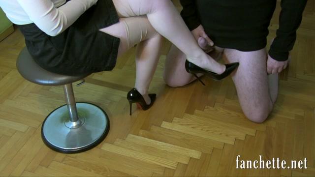 Watch Online Porn – Chronicles of Mlle Fanchette – Contre ses jambes encore HD (MP4, FullHD, 1920×1080)