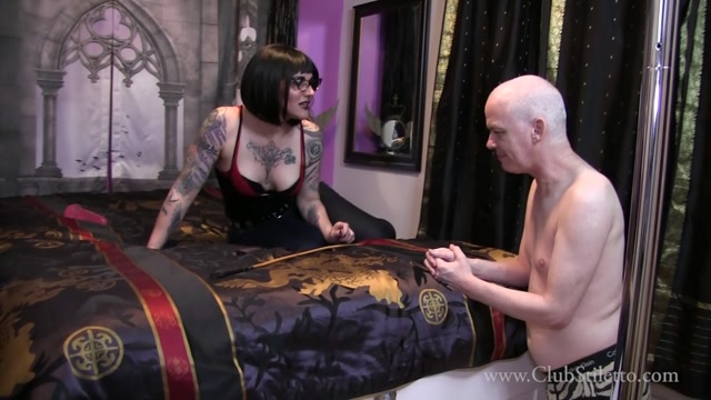 Watch Online Porn – Club Stiletto FemDom – Cuck Husband Gets Her Ass in Jeans. Starring Lady Lennox (MP4, FullHD, 1920×1080)