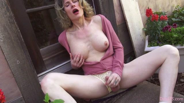 Watch Online Porn – DeliaTS presents Delia TS – Spring Sounds & Stroking – 12.05.2019 (MP4, HD, 1280×720)