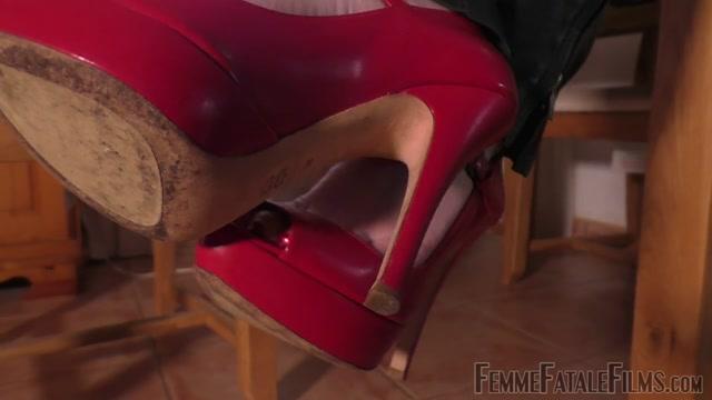 Watch Online Porn – Femme Fatale Films – Foot Slut Part 1 (MP4, HD, 1280×720)