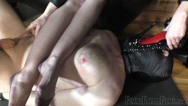 Watch Online Porn – Femme Fatale Films – Sniffer Licker – Complete Film. Starring Lady Victoria Valente foot gagging foot worship high heels leather leather knee boots k2s.cc (MP4, FullHD, 1920×1080)