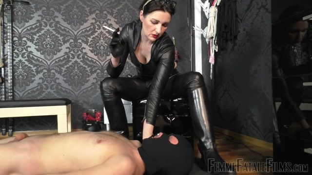 Watch Online Porn – Femme Fatale Films – Used  Milked Dry – Part 1. Starring Lady Victoria Valente cp human ashtray leather leather boots leather gloves leather trousers milking (MP4, HD, 1280×720)