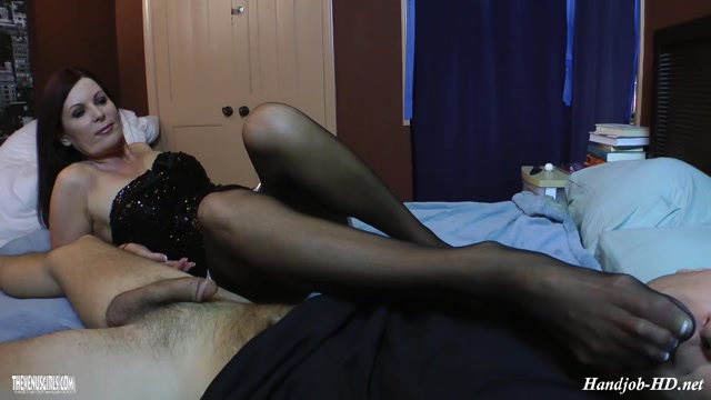 Watch Online Porn – Fuck Mommies Hand – Sexy Milf Step-Mom Magdalene St Micheals – Women on Top – of men (MP4, FullHD, 1920×1080)