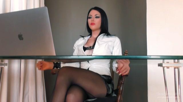 Watch Online Porn – Goddess Kim – LIFE UNDER YGKs DESK (MP4, FullHD, 1920×1080)