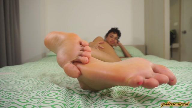 Goddess_Rosie_-_Pain_For_Perfect_Feet.mp4.00006.jpg