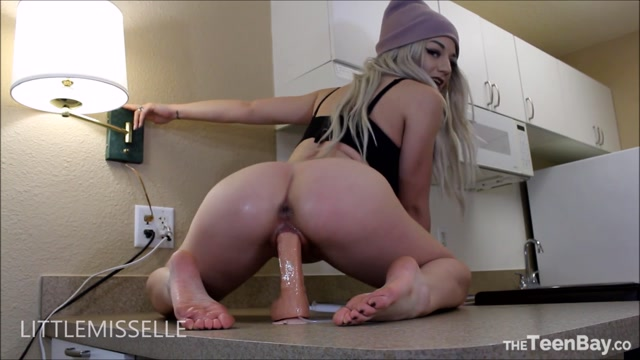 Watch Online Porn – ManyVids presents LittleMissElle – Bootylicious riding with ass cumshot (MP4, FullHD, 1920×1080)