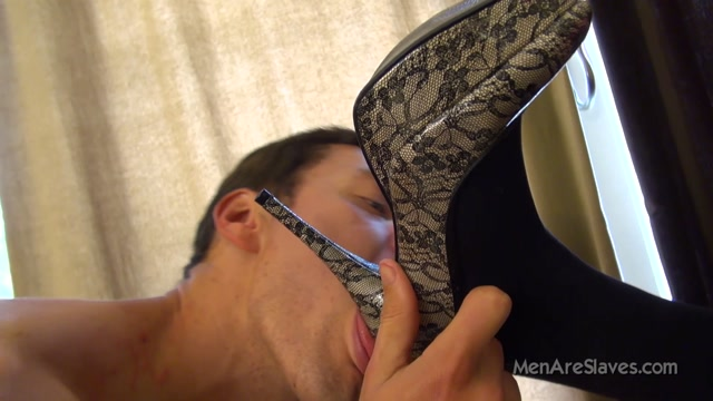 Men_Are_Slaves_-_Dirty_Shoes_Get_Licked._Starring_Mistress_Cadence.mp4.00011.jpg