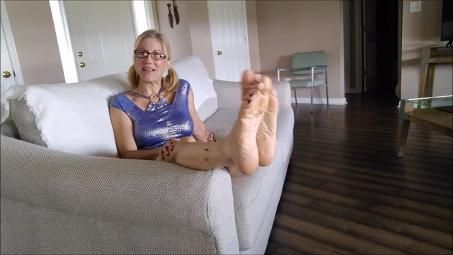 Watch Online Porn – Mo Rina – baring my soles (MP4, SD, 854×480)