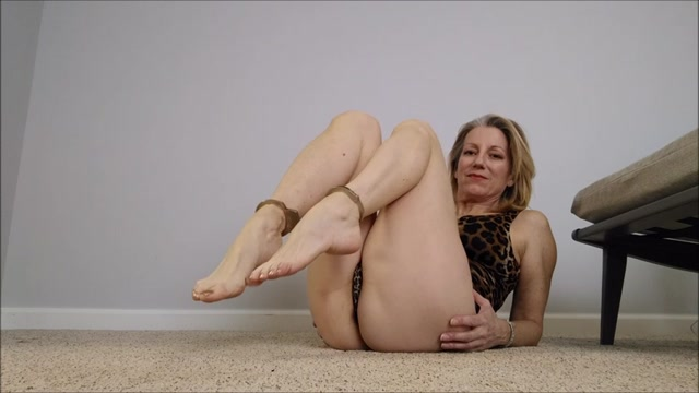 Mo_Rina_-_mature_feet_joi.mp4.00012.jpg