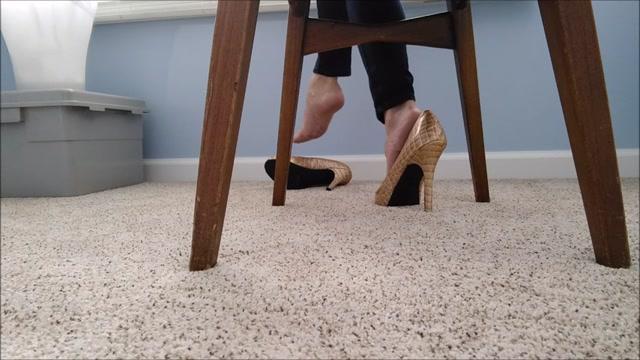 Watch Online Porn – Mo Rina – under my chair 2 (MP4, SD, 854×480)