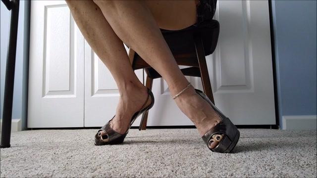 Watch Online Porn – Mo Rina – underdesk shoeplay (MP4, HD, 1280×720)