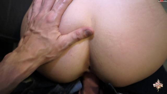 Watch Online Porn – MyDirtyHobby presents Jenny_Stella – 2 Schwaenze gleichzeidig im Teeniemaul – So gamsig hob i no nie geblasn (MP4, FullHD, 1920×1080)