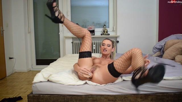 MyDirtyHobby_presents_Vika_Viktoria_-_Erster_Anal_Squirt_Orgasmus_mit_XXL_Dildo.mp4.00005.jpg