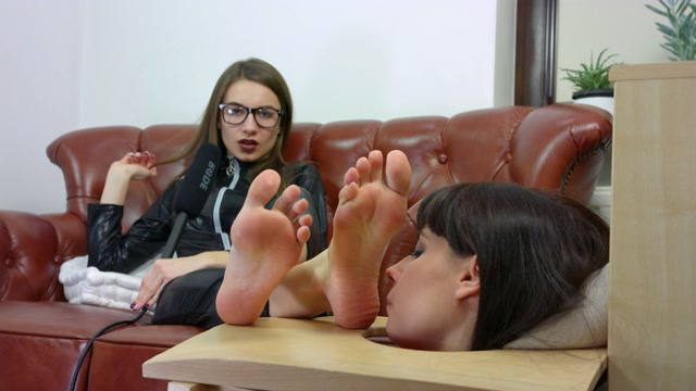Watch Online Porn – PolishMistressClips – Head in box licking Weronika, Larisa (MP4, UltraHD/4K, 3840×2160)