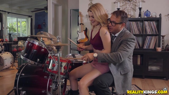 Watch Online Porn – RealityKings – SneakySex presents Abby Adams in Pound Her Drums – 25.05.2019 (MP4, FullHD, 1920×1080)